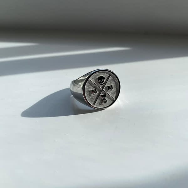 silver-signet-ring-shadow