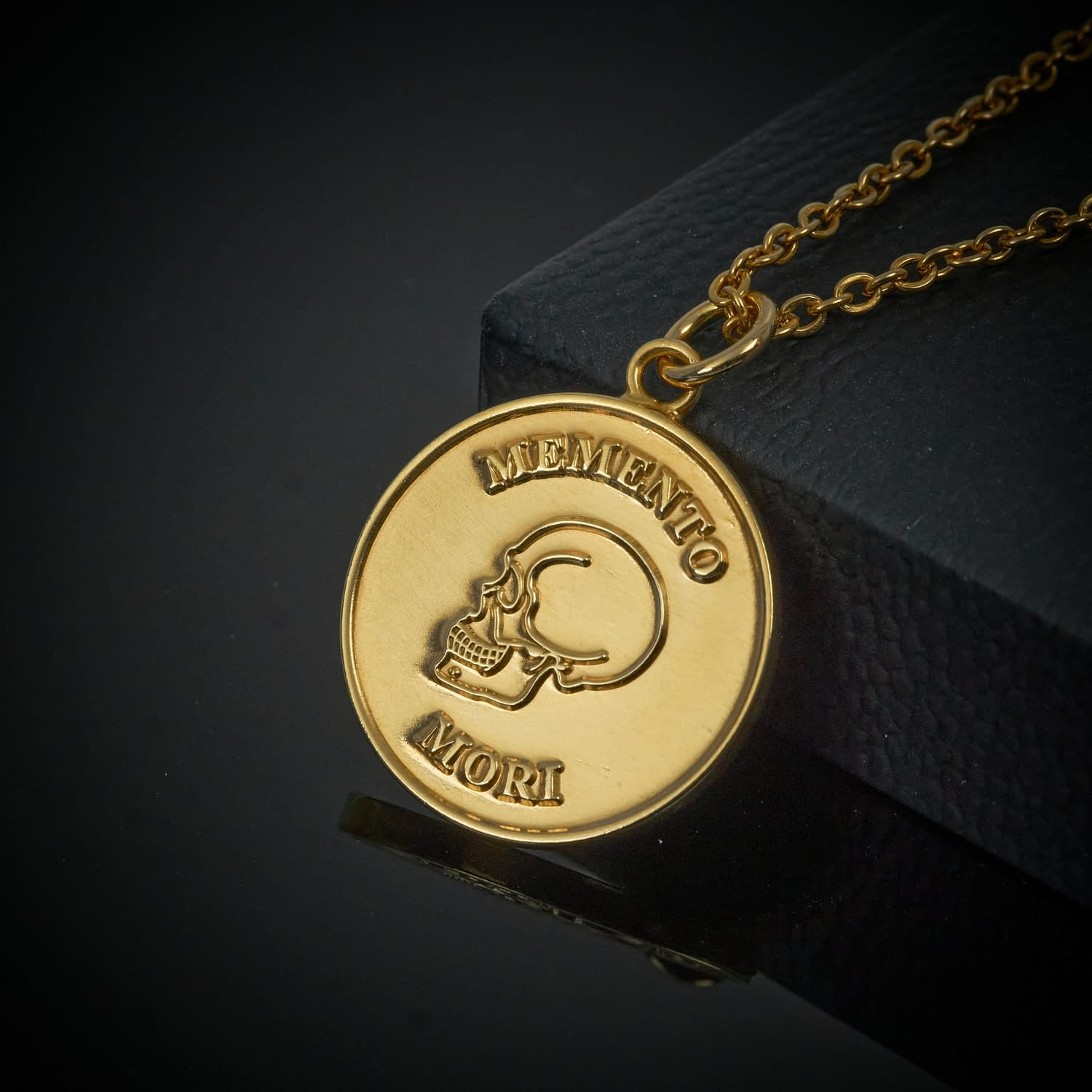memento-mori-gold-pendant-necklace