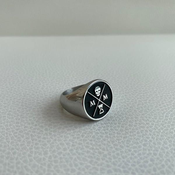black-stoic-signet-ring-right