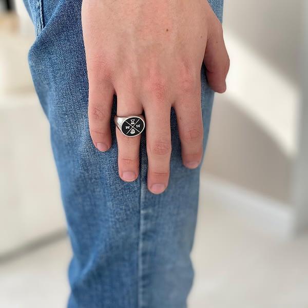stoic-signet-ring-black-standing