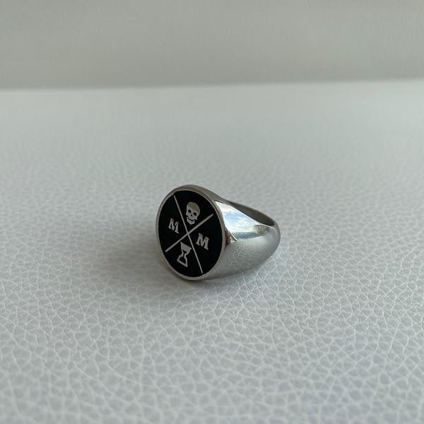 black-stoic-signet-ring-left
